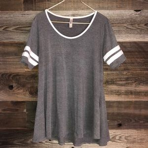 NWOT Gray Lularoe perfect tee